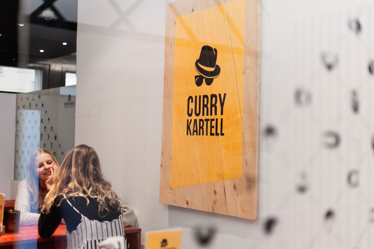 Curry Kartell — FORMAAT